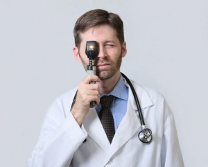 should-this-doctor-be-threatened-by-smartphone-ophthalmoscopy_1